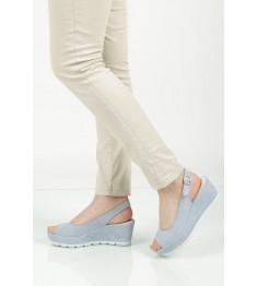 kobieta w butach firmy Gabor