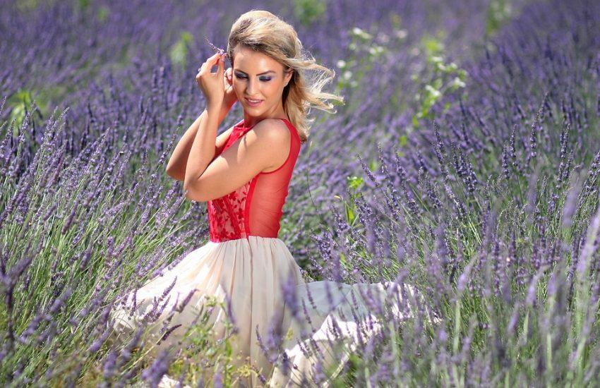 letnia rozkloszowana suknia