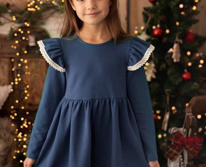 Jakie aspekty uwzględnić przy zakupie ubrań dla dzieci?