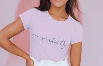 stylizacja na lato - białe szorty i fioletowy t-shirt